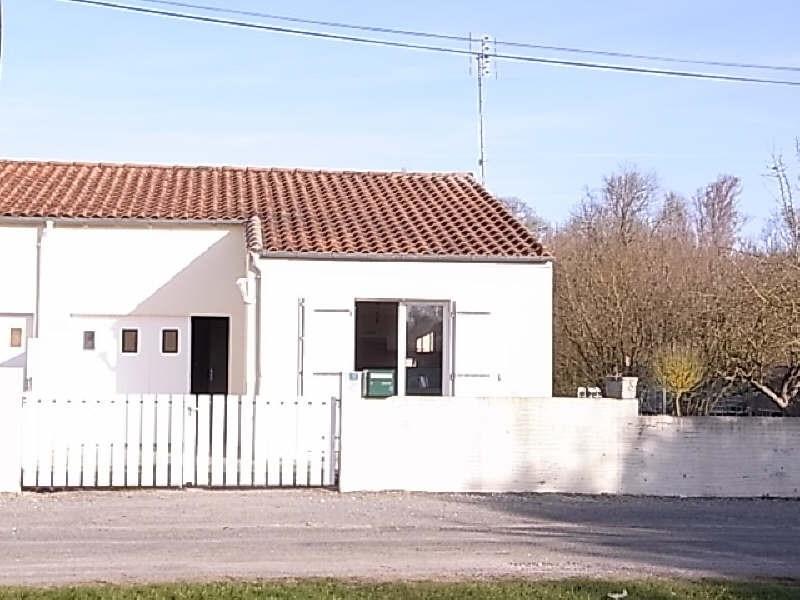 Location maison / villa St romain de benet 558€ CC - Photo 2