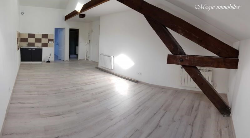 Rental apartment Oyonnax 365€ CC - Picture 1