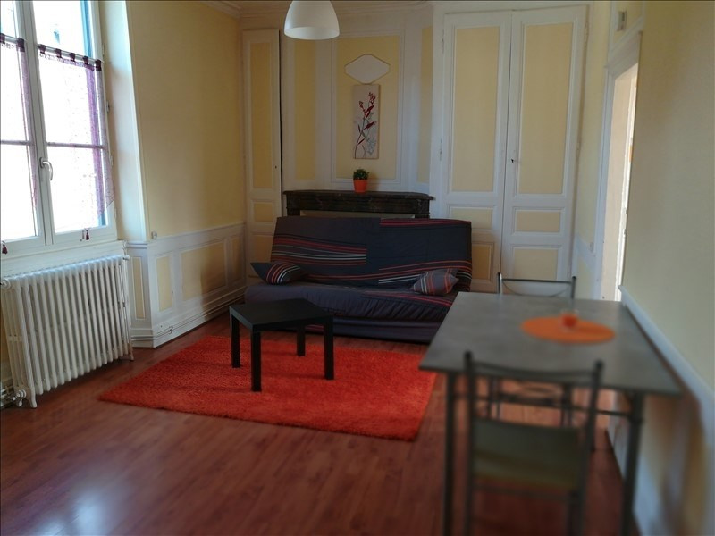 Rental apartment Chateau renault 375€ CC - Picture 1