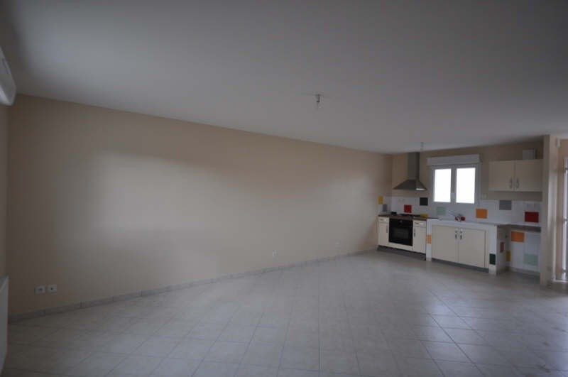 Location maison / villa Villefargeau 723€ CC - Photo 4