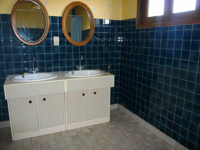 Rental house / villa La tour du pin 910€ CC - Picture 6
