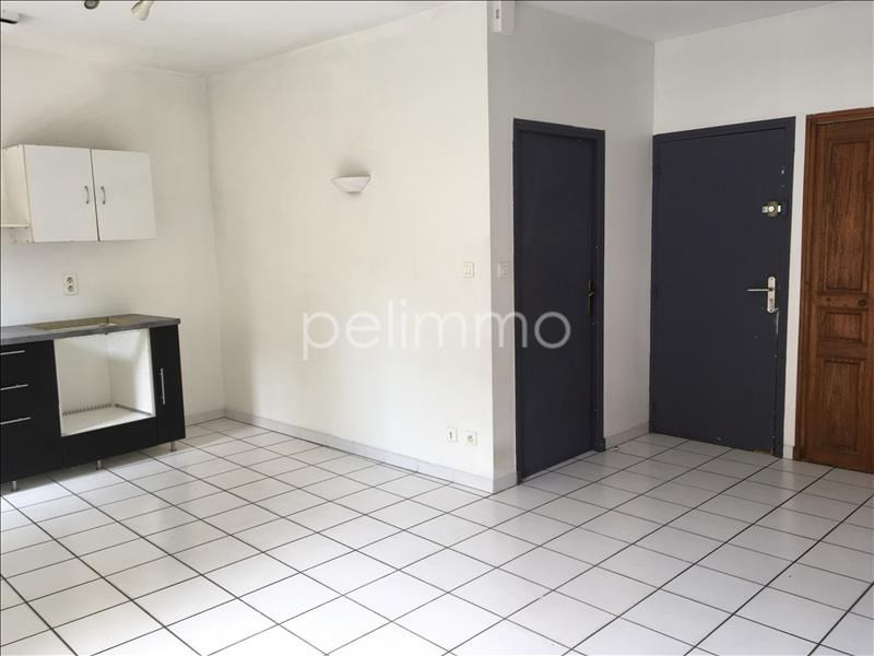 Rental apartment Salon de provence 565€ CC - Picture 3