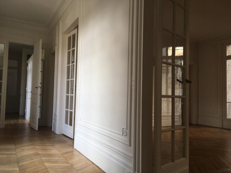 Rental apartment Paris 17ème 3158€ CC - Picture 2