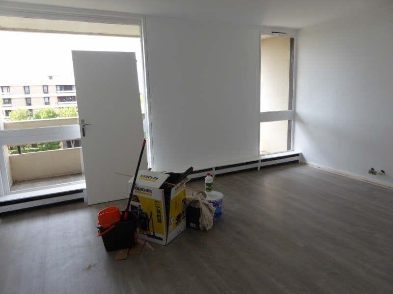 Rental apartment Elancourt 949€ CC - Picture 1