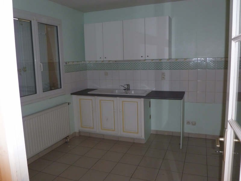 Location maison / villa St benoit 860€ CC - Photo 3
