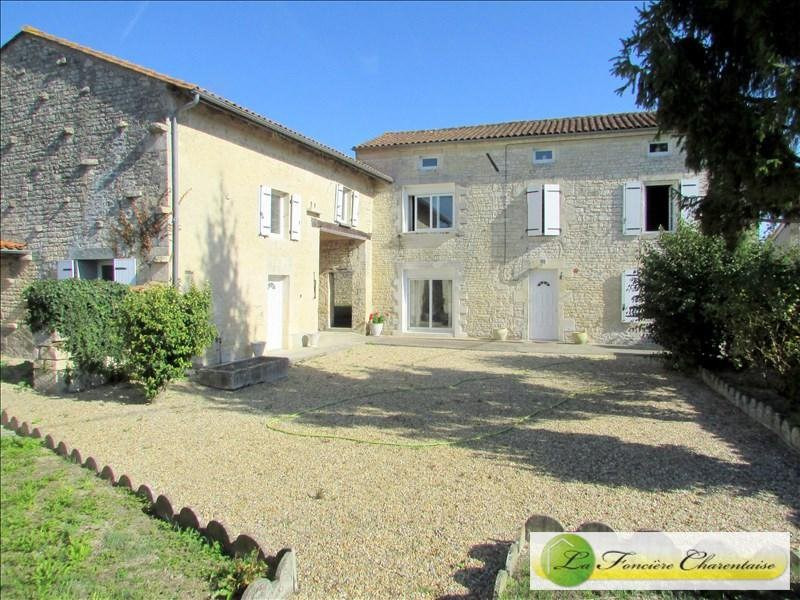Sale house / villa Aigre 170000€ - Picture 1