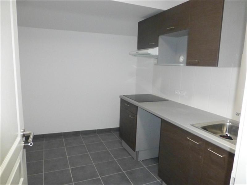 Rental apartment Saint-jean-d'angély 530€ CC - Picture 2