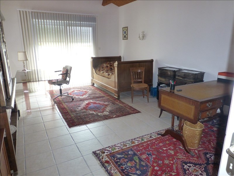 Sale house / villa St jean d angely 342000€ - Picture 2
