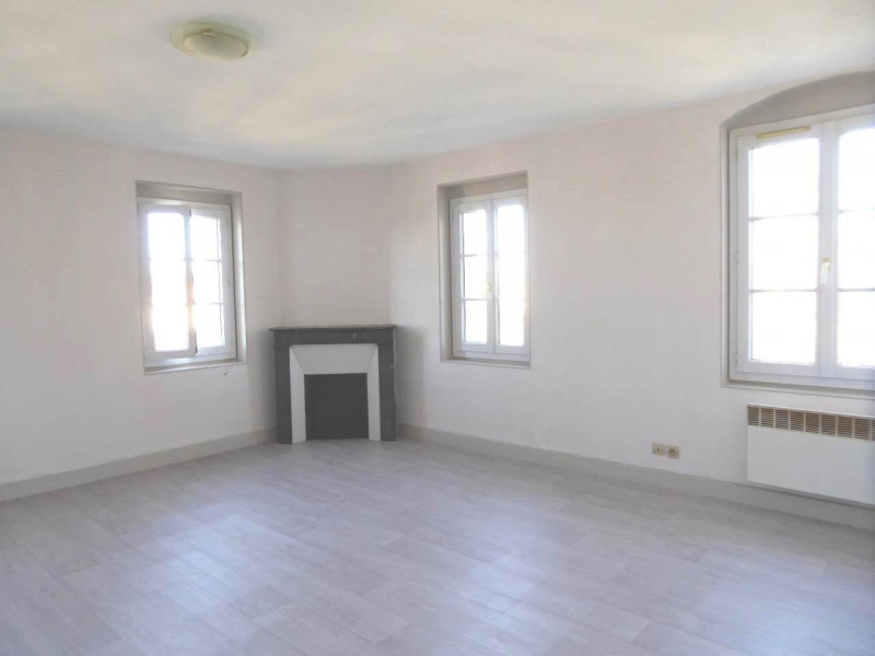 Rental apartment Cognac 330€ CC - Picture 1