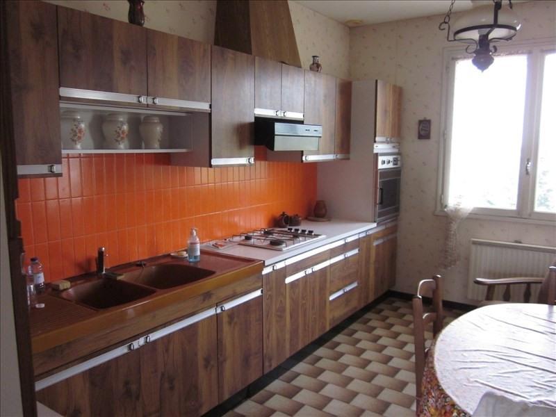 Sale house / villa L isle jourdain 242000€ - Picture 3