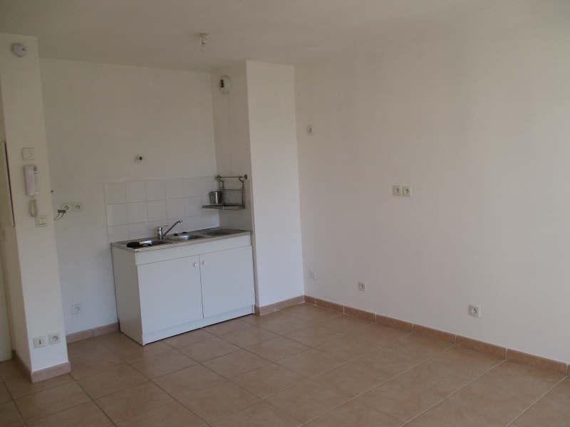 Rental apartment Salon de provence 590€ CC - Picture 2