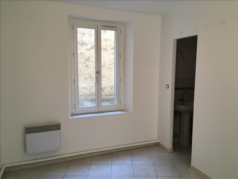 Rental apartment Salon de provence 540€ CC - Picture 3