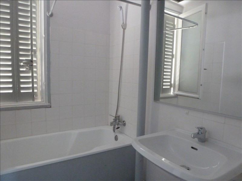 Rental apartment Charbonnieres les bains 690€ CC - Picture 6