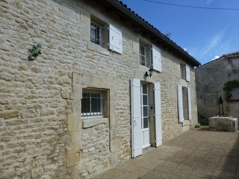 Rental house / villa St jean d angely 550€ CC - Picture 1