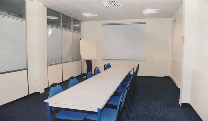 Rental office Le mesnil le roi 917€ CC - Picture 4
