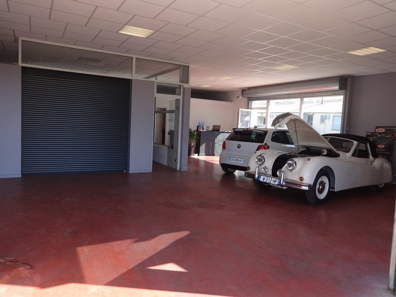 Location local commercial Le thor 940€ +CH/ HT - Photo 1