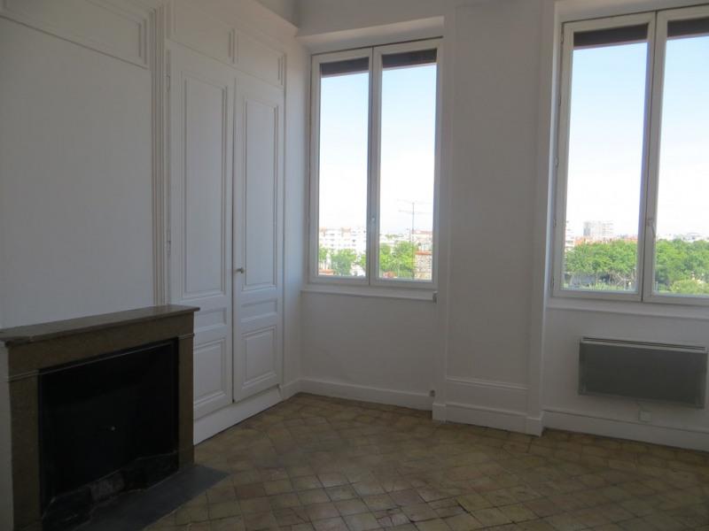 Location appartement Lyon 4ème 820€ CC - Photo 2