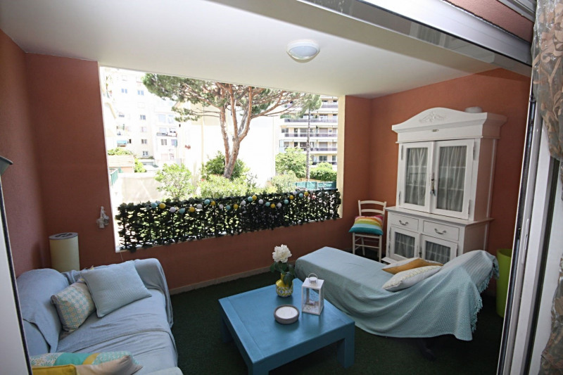 Sale apartment Juan-les-pins 375 000€ - Picture 1