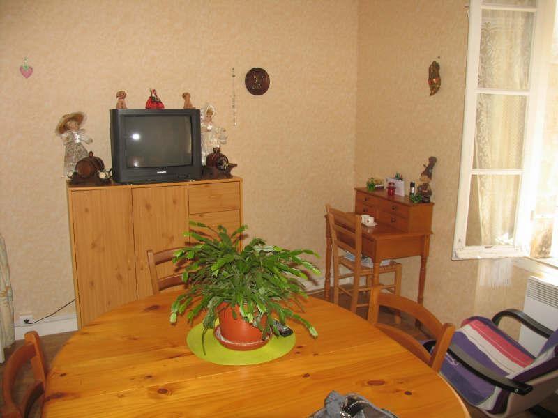 Sale building Montbron 91900€ - Picture 4