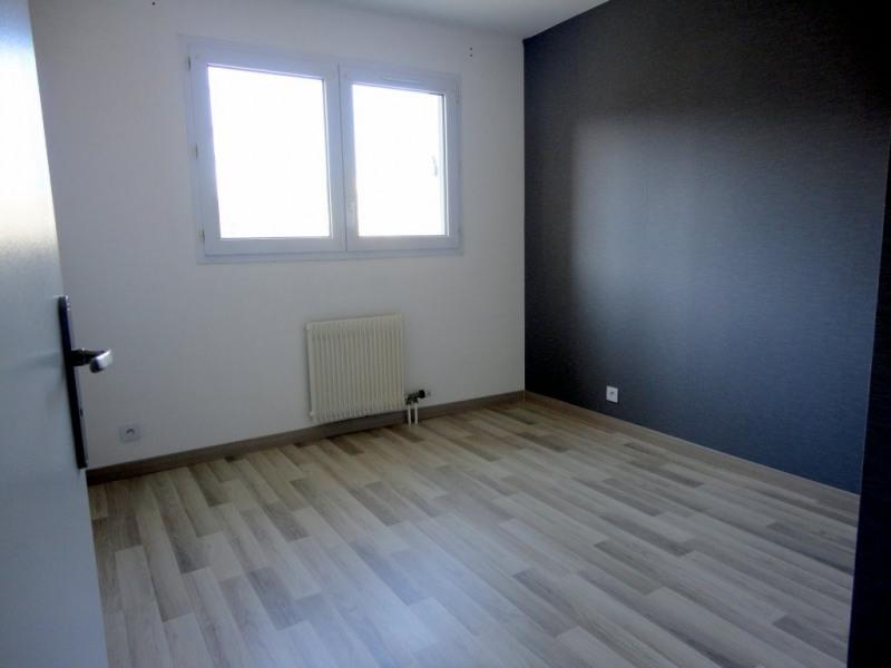 Location appartement Élancourt 950€ CC - Photo 5