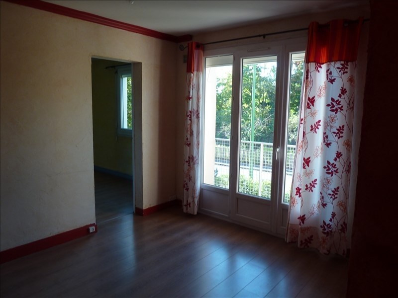 Rental apartment Conflans ste honorine 765€ CC - Picture 2