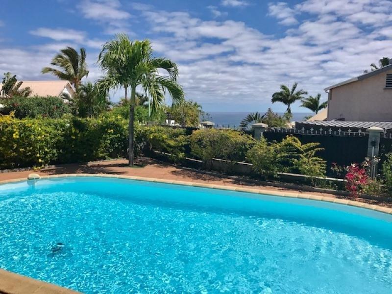 Deluxe sale house / villa St gilles les bains 680000€ - Picture 2