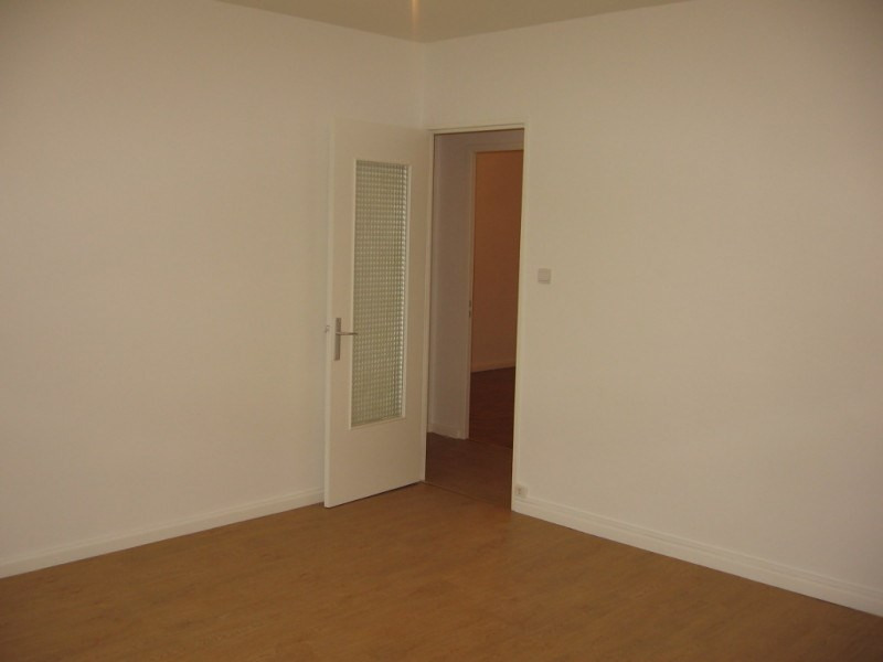 Rental apartment Saint genis laval 675€ CC - Picture 2