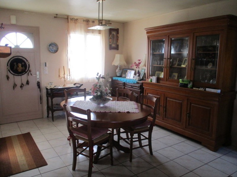 Sale house / villa St jean d angely 159750€ - Picture 5