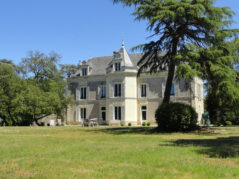 Deluxe sale chateau Angers ouest 25 mn 995 000€ - Picture 1