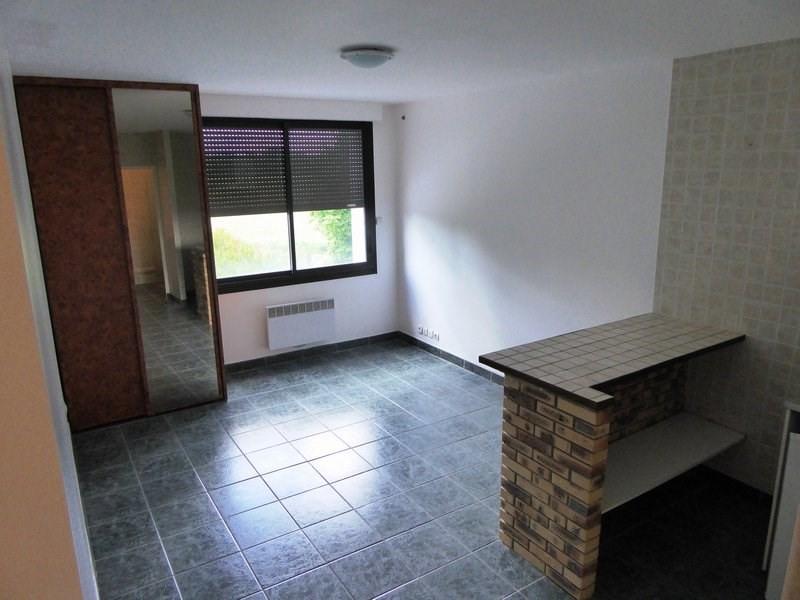 Location appartement Le perray en yvelines 610€ CC - Photo 1