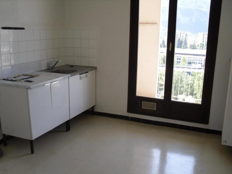 Location appartement Pont de claix 589€ CC - Photo 3