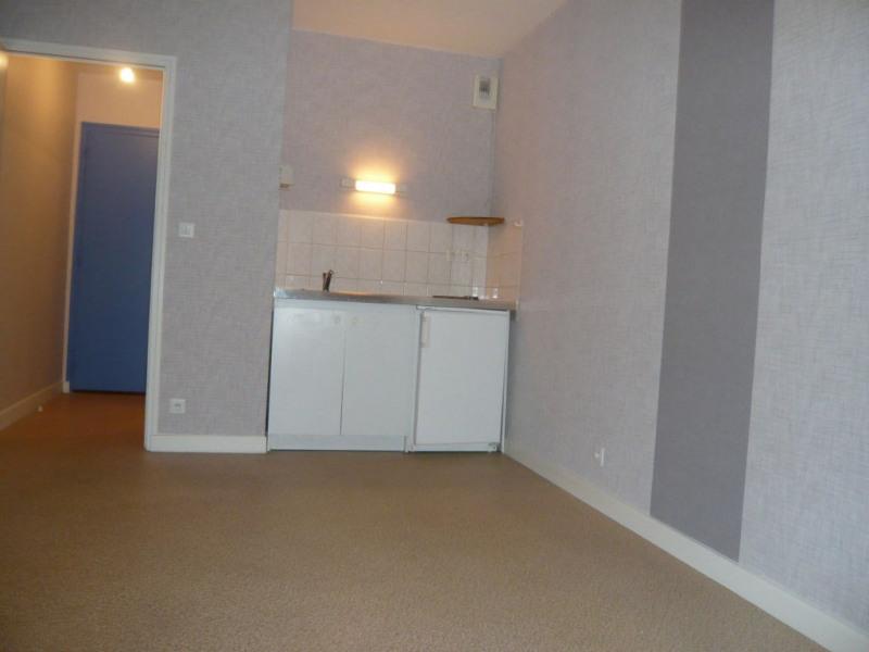 Location appartement Laval 376€ CC - Photo 1