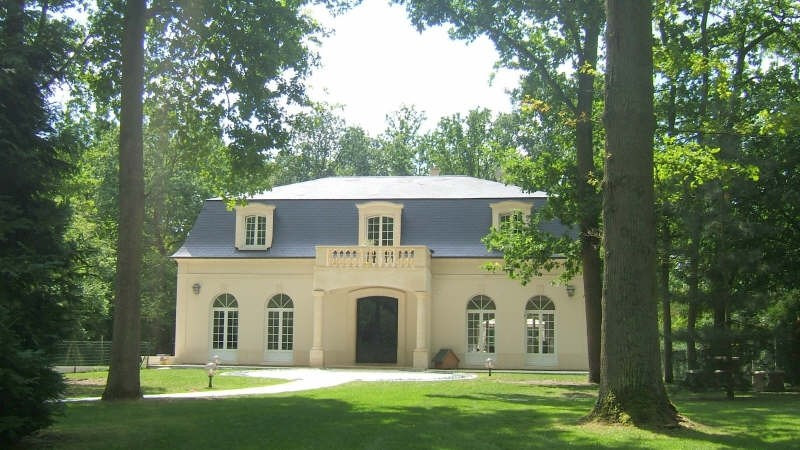 Deluxe sale house / villa Lamorlaye 1030000€ - Picture 1