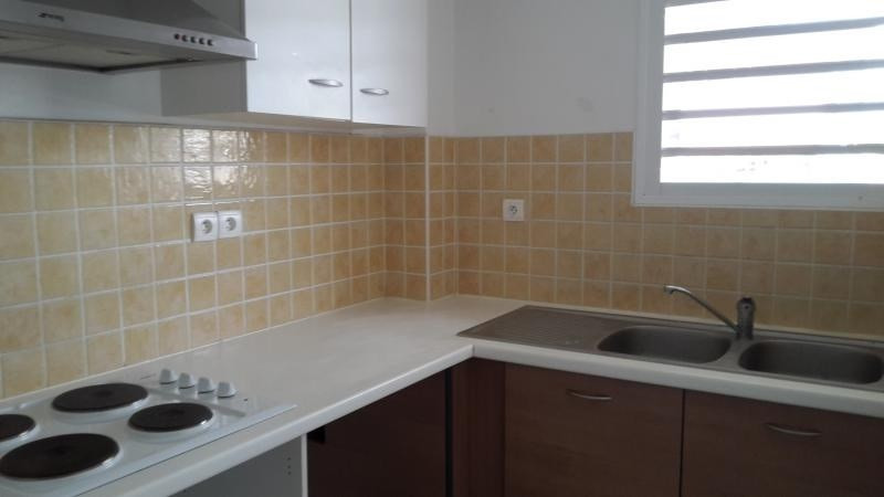 Location appartement Ste clotilde 850€ CC - Photo 1
