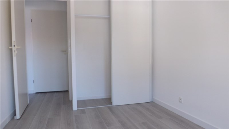 Rental apartment Bailly romainvilliers 870€ CC - Picture 4