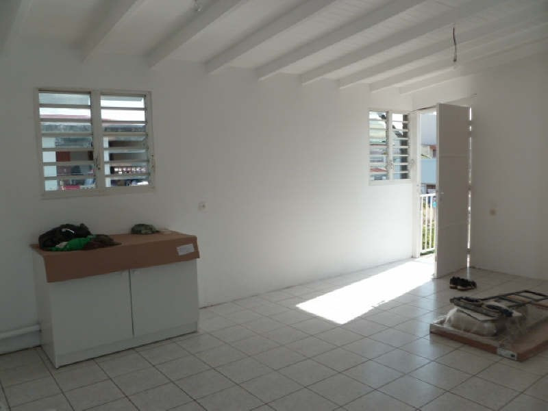 Rental apartment Ste anne 570€ CC - Picture 2
