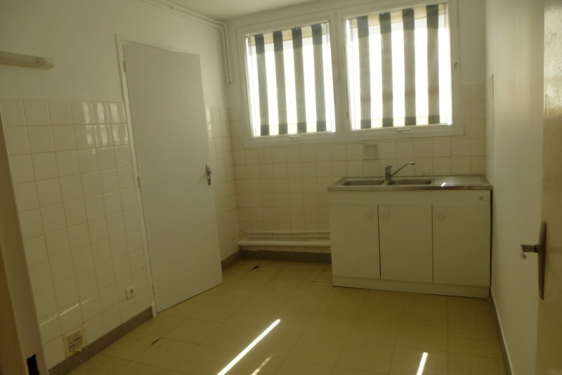 Location appartement Aubenas 555€ CC - Photo 3