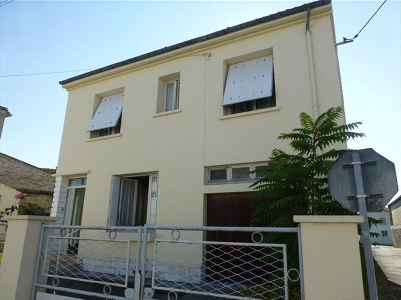Sale house / villa Saint-jean-d'angély 122000€ - Picture 1
