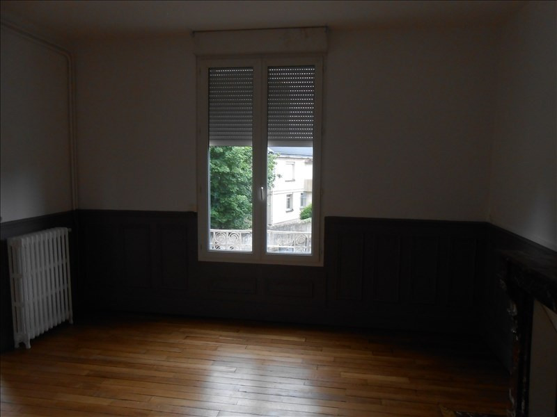 Rental apartment St quentin 570€ CC - Picture 3