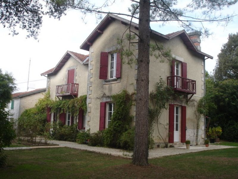Sale house / villa Bouhet 388 500€ - Picture 1