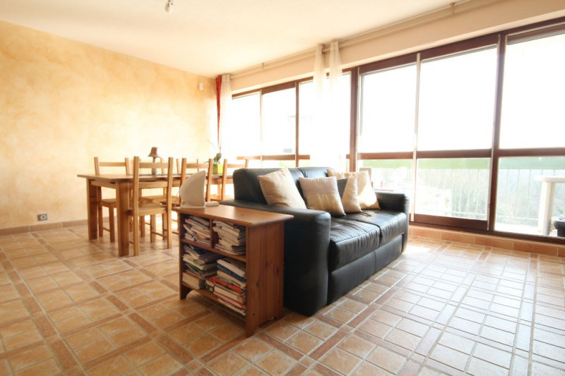 Sale apartment Le mesnil le roi 310 000€ - Picture 1
