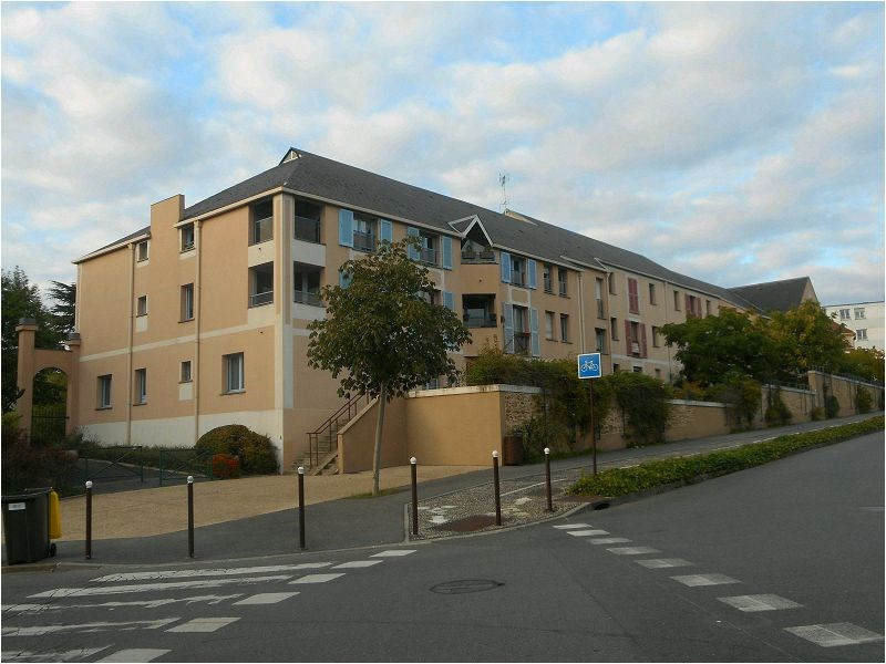 Location appartement Bretigny 581€ CC - Photo 1