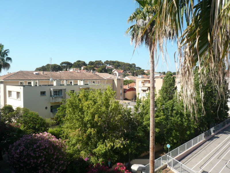 Location appartement Sanary sur mer 456€ CC - Photo 1