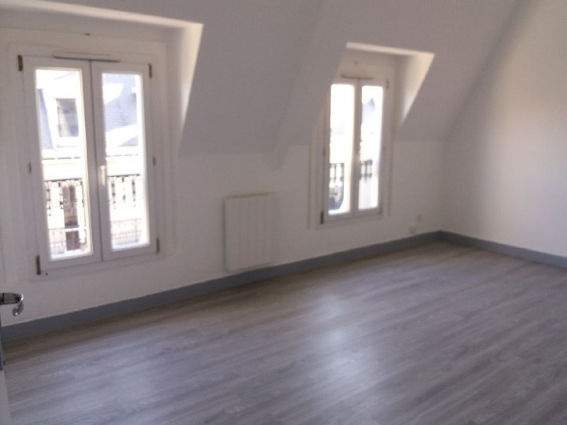 Location appartement Paris 6ème 1 325€ CC - Photo 1