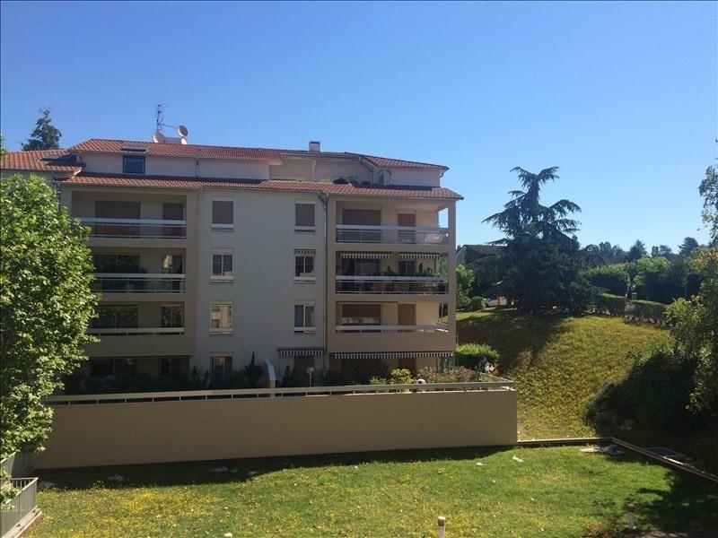 Location appartement Charbonnieres les bains 770€ CC - Photo 1