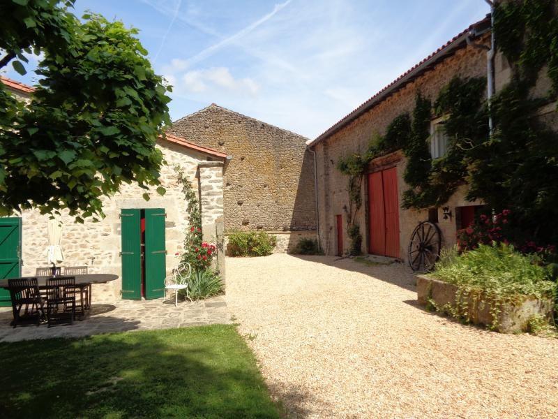 Sale house / villa Bessines sur gartempe 418000€ - Picture 6