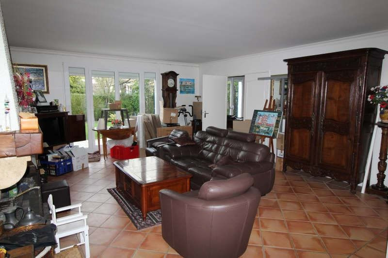Rental house / villa Le mesnil st denis 1 845€ CC - Picture 3