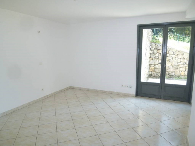 Location appartement Saint-pierre-de-chartreuse 475€ CC - Photo 2