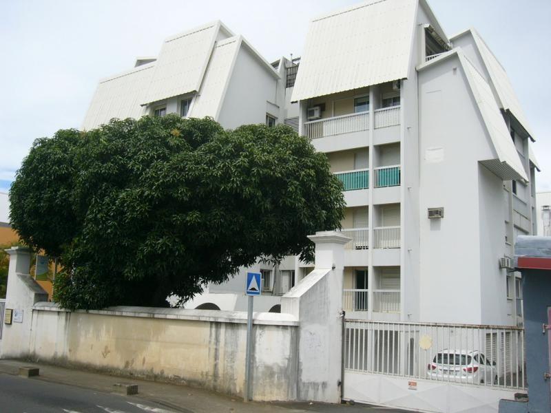 Rental apartment St denis 858€ CC - Picture 1