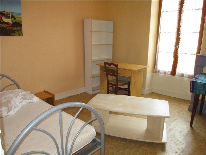 Rental apartment St jean d angely 290€ CC - Picture 2